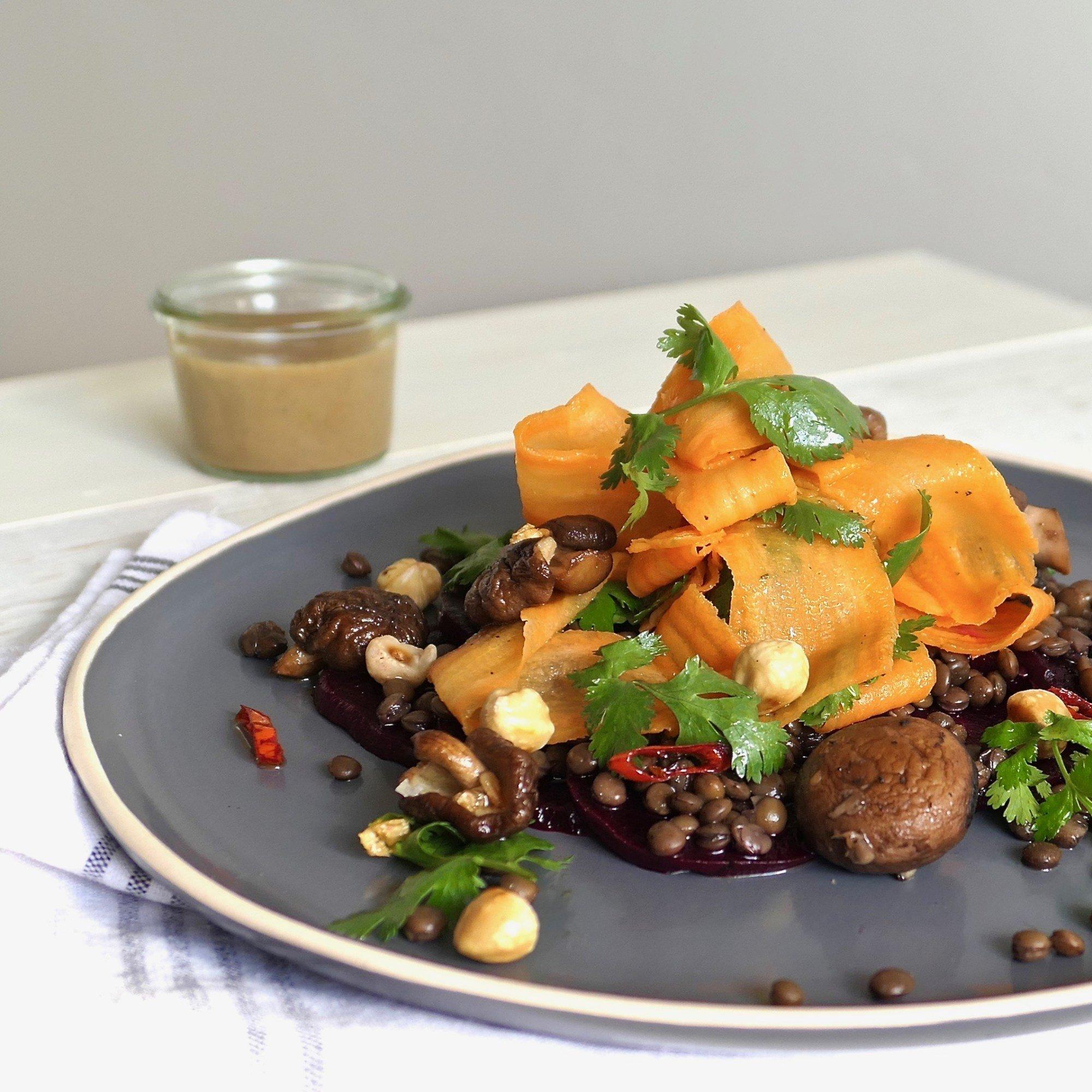 maaltijdsalade-linzen-biet-tahin-vegan-vegetarisch